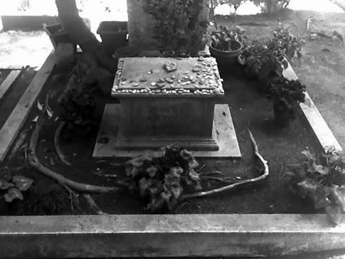 Tomba di Antonio GRAMSCI - Roma, Cimitero Acattolico - G.F.G. Liminare_206 2022 08-05-09_1349.jpg