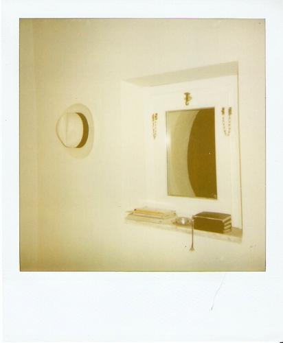 Accostamenti, stanza d'albergo con cappello obbligato (5) - G.F.G. Liminare_206 23072009 2039.jpg